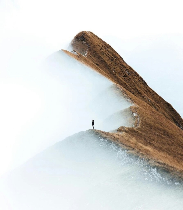 Girl on a cliff in the misty fog - photography Daniel Ernst